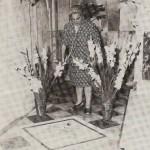 Maria Diciotti sulla tomba di M. Valtorta